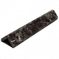 фото Уголок из камня пироксенит полированный 300х40х40 мм
